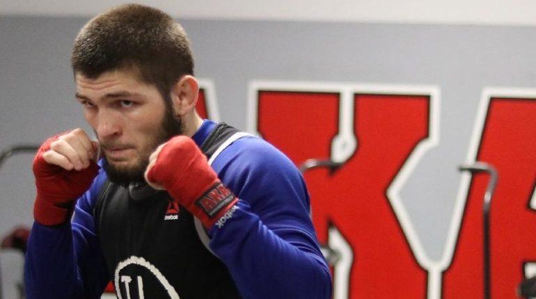 Исполнительный директор петербургского рестлинг-промоушена Northern Storm Wrestling Борис Макаров заявил, что драка после боя привычна для рестлинга, но не типична для MMA.