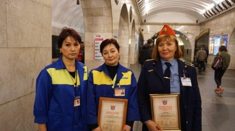 Подземка наградила уборщицу и дежурную за помощь при родах метромалыша