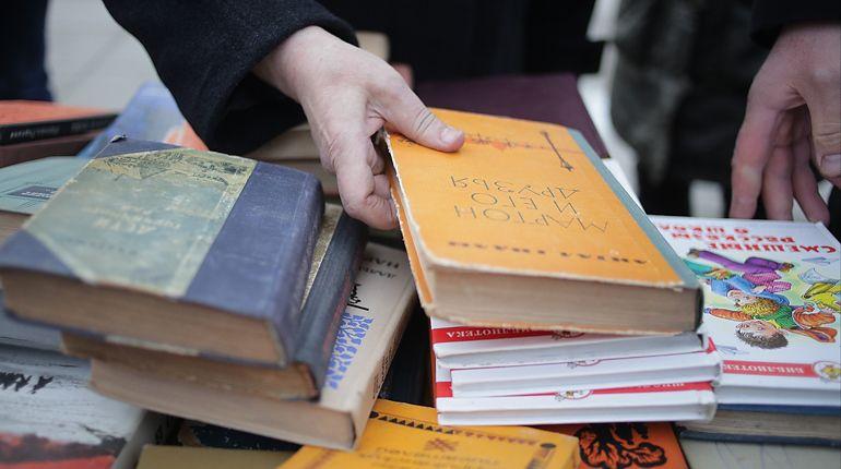 На Пионерской площади петербургские книгочеи провели буккроссинг