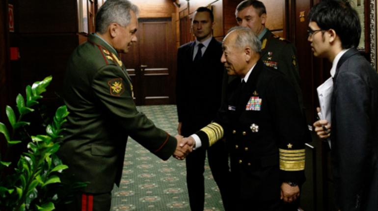 Япония рассчитывает на продуктивное военное сотрудничество с РФ. Об этом сказал японский адмирал Кацутоси Кавано на встрече с Сергеем Шойгу в Москве.