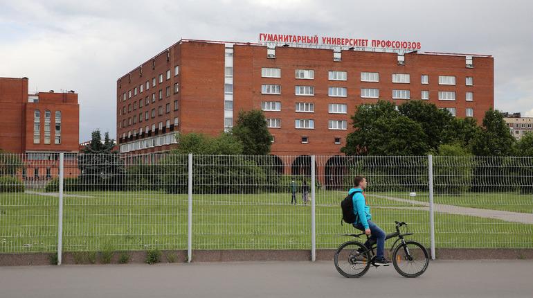 В Ленинграде 9 октября 1926 года открылась Школа профсоюзного движения. Позднее на её базе был основан Гумантираный университет профсоюзов — один из самых престижных и строгих вузов города.