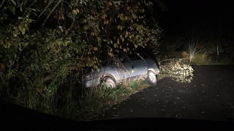 В Ленобласти в кювете нашли окровавленную машину
