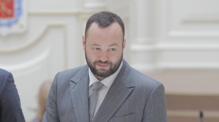 Андрей Анохин заявил, что все инициативы, связанные с переработкой мусора в Петербурге потерпели фиаско, а заниматься ими должен не бизнес, а чиновники, скольку это вопрос национальной экологической безопасности.