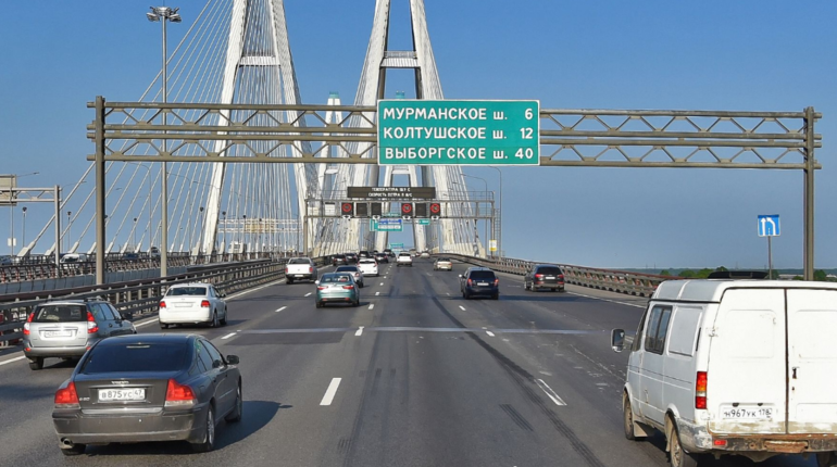 В Петербурге на Большом Обуховском мосту через Неву на 5 дней продлены работы по замене деформационного шва. Работы планируется завершить к 15 октября.