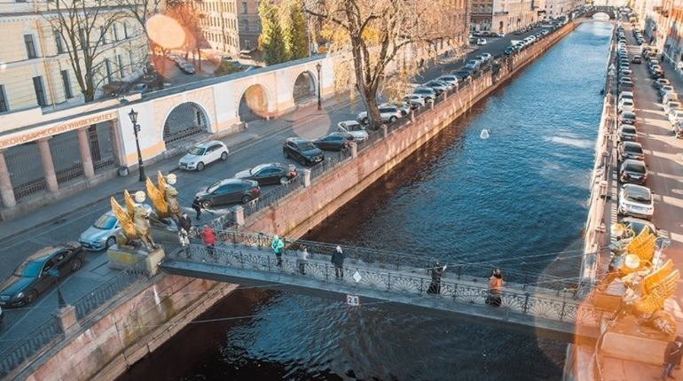 В Петербурге исчез Банковский мост