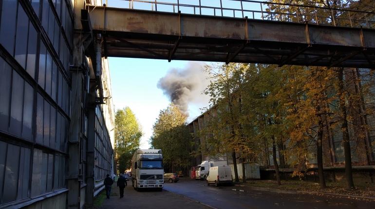 Пожар на складе в Кировском районе тушили 90 спасателей
