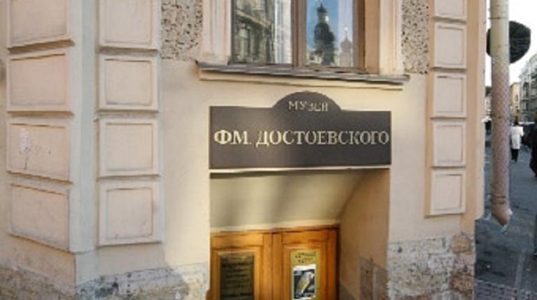 Наталья Ашимбаева объяснила, почему музею необходим новый корпус. По ее словам, выставочная деятельность музея расширилась, а фонды - выросли, и музею просто не хватает площадей.