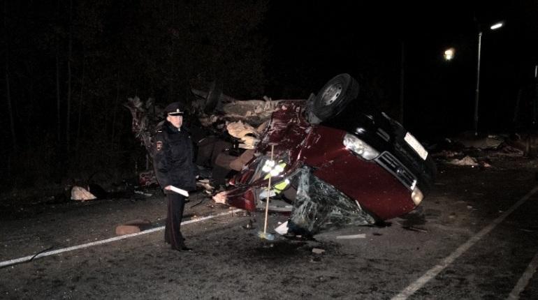 По факту аварии с микроавтобусом и грузовиком в Чувашской Республике возбудили уголовное дело. В результате аварии, по последним данным, погибли 13 человек, задержан водитель грузовика.