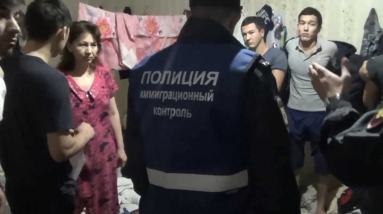 Молодая петербурженка зарегистрировала дома 14 мигрантов