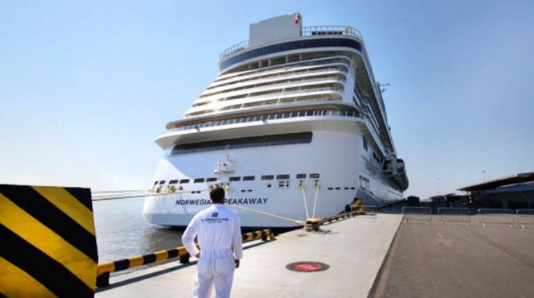 Санкт-Петербургский пассажирский порт «Морской фасад» планирует расширение – на реставрацию одного из причалов потратят 50 млн рублей.