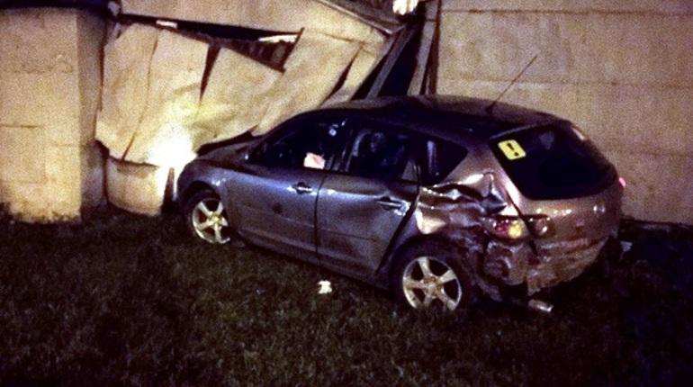 На Суздальском автомобилист врезался в гараж и сбежал