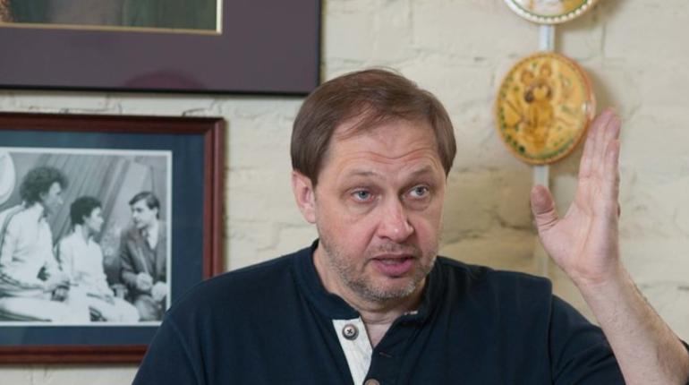 Возможное назначение Александра Дюкова на пост главы РФС - это политическое решение. Об этом в понедельник, 15 октября, заявил спортивный комментатор Кирилл Набутов.