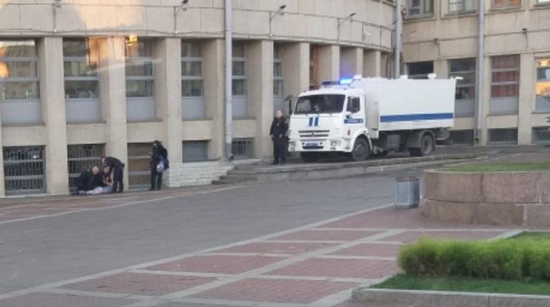 Подсудимый попытался сбежать изд здания Московского районного суда вечером 15 октября.  Полицейские поймали его, применив оружие.