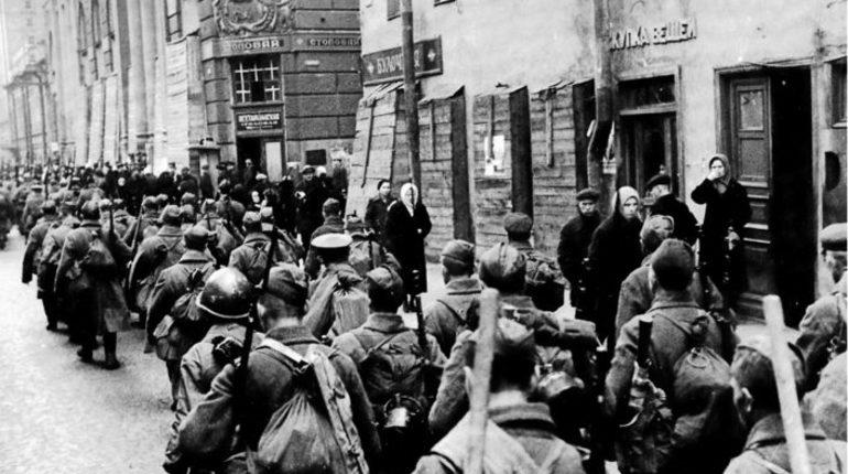 Комедия о блокаде Ленинграда переходит все допустимые грани. Об этом в понедельник, 15 октября, заявил заместитель секретаря Генерального совета партии