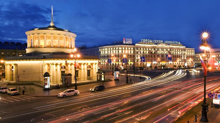 На станции петербургского метрополитена