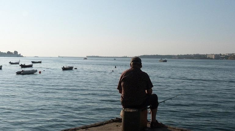 Пограничное управление ФСБ РФ по Петербургу и Ленинградской области обратилось к местным рыбакам. В ведомстве напоминают о начале осеннего нереста.