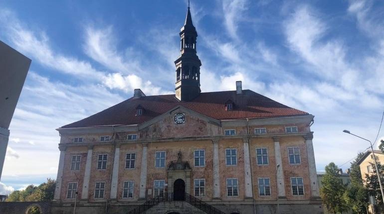 Петербург удобно расположился рядом с двумя европейскими странами, что позволяет на выходных быстро и недорого съездить в Эстонию.