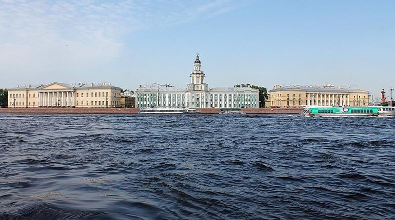 Петербург и Ленобласть вошли в топ популярных направлений автотуризма. Об этом сообщает сервис Tvil.ru, который провел опрос туристов в соцсетях.