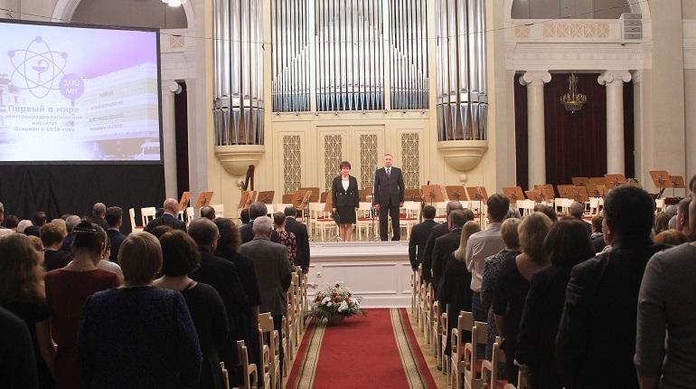 Беглов поздравил с вековым юбилеем центр радиологии Гранова
