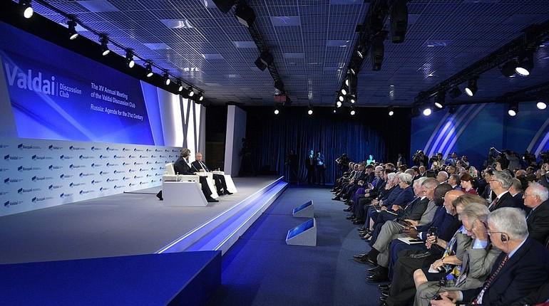 Российский президент Владимир Путин пообещал, что Россия не станет первой наносить ядерный удар. Об этом глава государства сообщил в ходе форума