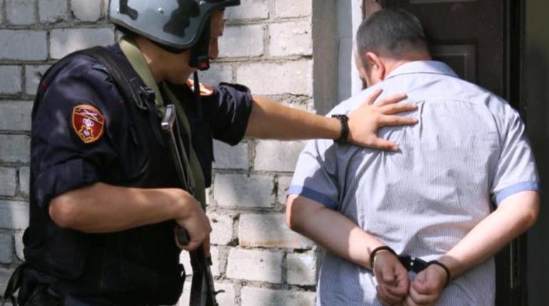 Побитый пенсионер пугал пистолетом жильцов дома во Всеволожске