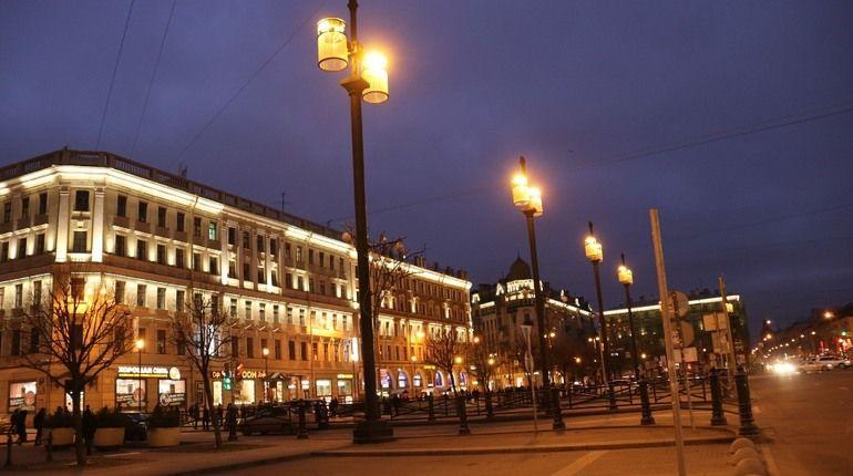 На Сенной площади завершены работы по монтажу архитектурно-художественной подсветки. Работы велись три года.