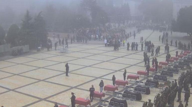 На площади Ленина в Керчи собрались родственники погибших в результате взрыва и стрельбы в местном политехническом колледже.