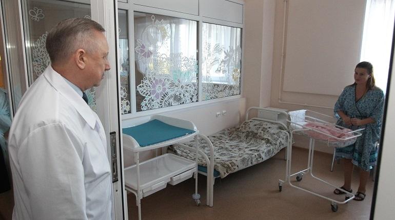 Врио губернатора Петербурга Александр Беглов провел объезд социальных учреждений Колпинского района.