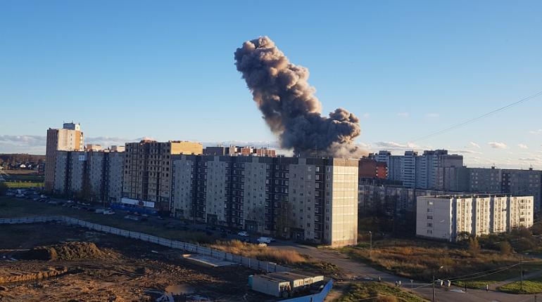 Сильный взрыв произошел в Гатчине в Ленобласти. Об этом в пятницу, 19 октября, сообщают очевидцы.