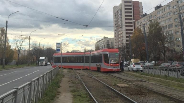 Движение трамваев на проспекте Солидарности восстановлено