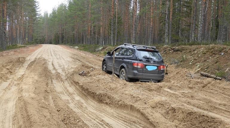 Петербурженка застряла в песчаной ловушке в Карелии