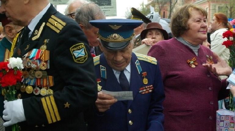 Беглов подписал указы о бесплатном проезде для ветеранов и электромобилях