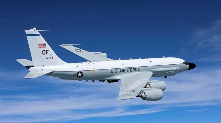 Американский самолет-разведчик замечен у границы России