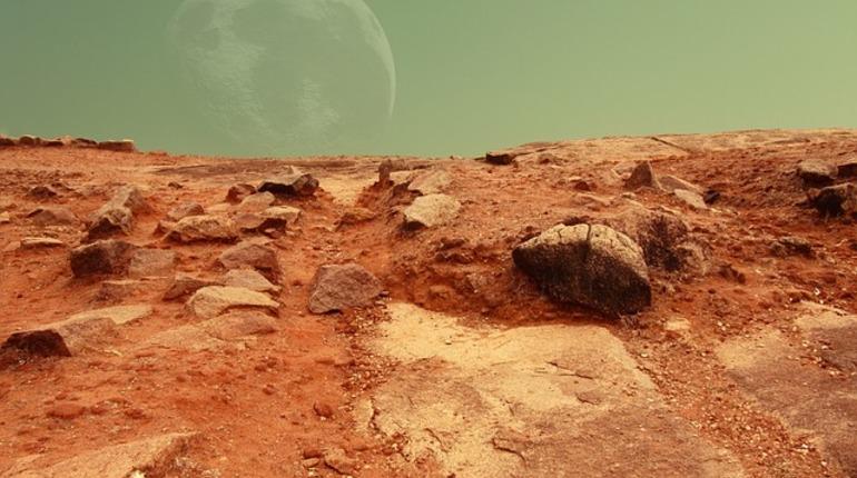 Ученые продолжают искать доказательства жизни на Марсе. Еще одно обнаружили планетологи Калифорнийского технологического института в Пасадене. Исследователи считают, что вода в марсианских ручьях может содержать в себе достаточно кислорода для выживания не только микробов, но и многоклеточных веществ.