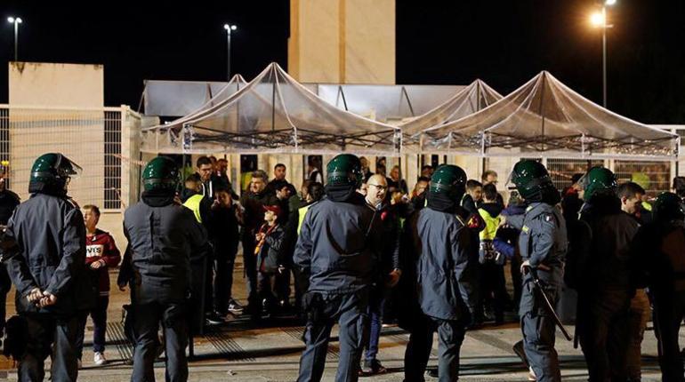 Фанату ЦСКА оторвало ногу во время обрушения эскалатора в метро Рима. Об этом сообщают итальянские СМИ.