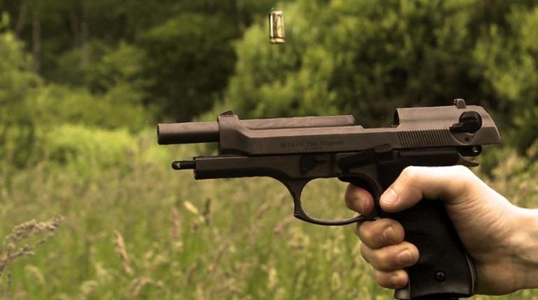 В Ленинградской области задержали сварщика Ижорского завода, дома у которого нашли целый склад с оружием.