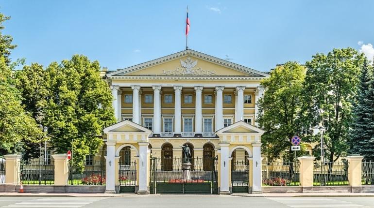 Во время заседания Законодательного Собрания 24 октября депутат Борис Вишневский попросил уточнить статус вице-губернаторов Петербурга. Как оказалось, в настоящее время они входят в состав правительства, находящегося официально в отставке.