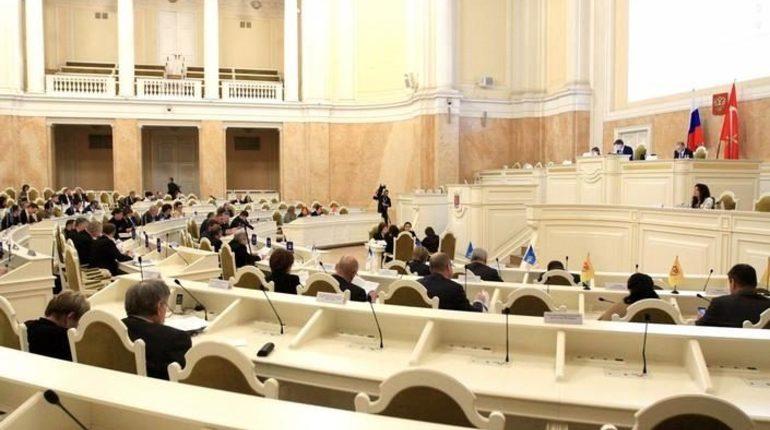 Депутаты Законодательного собрания Санкт-Петербурга приняли поправку о сокращении дефицита бюджета города на 10 млрд в ходе заседания, которое состоялось в среду, 24 октября.