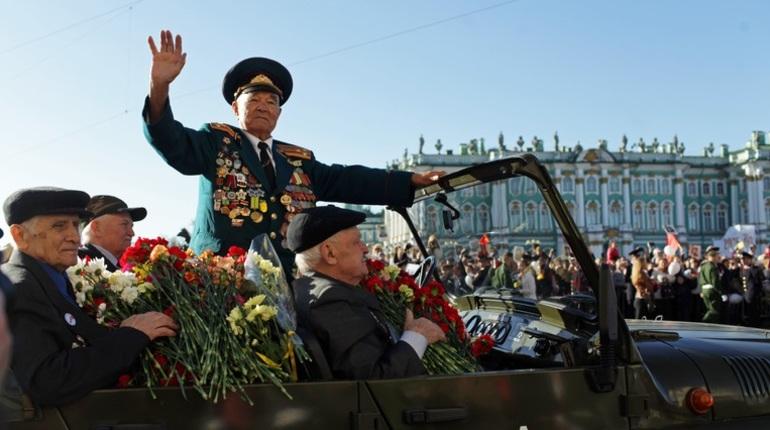 Ветеранам в Петербурге выплатят по 7 тысяч рублей