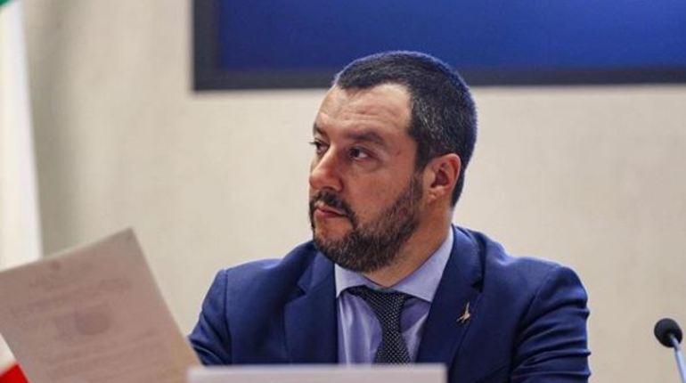 В Министерстве внутренних дел Италии предпочли переложить всю вину после происшествия в римском метрополитене на плечи пострадавших во время ЧП болельщиков из России.