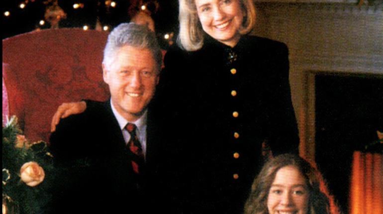 В посылке, которая предназначалась бывшему президенту США Биллу Клинтону, а также его супруге Хиллари Клинтон, обнаружилась бомба.