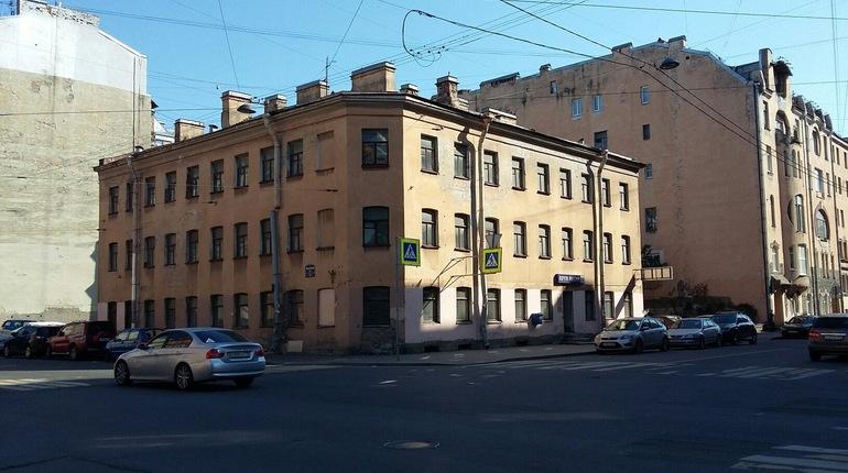 В Центральном районе Петербурга удалось спасти от сноса исторический дом, который расположен на Херсонской улице.