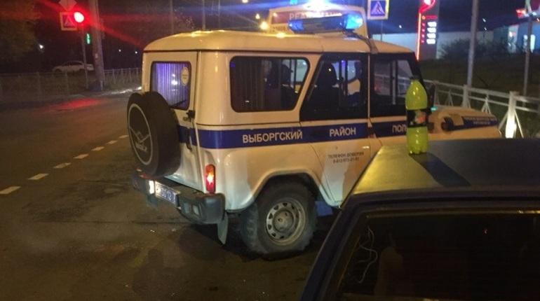 В Выборгском районе Петербурга дорожно-транспортное происшествие послужило поводом для серьезного конфликта. Об этом сообщают свидетели инцидента в социальной сети