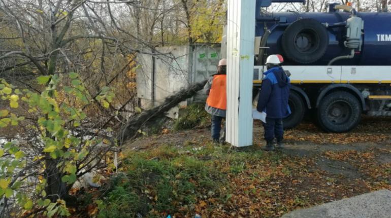 Департамент Росприроднадзора по Северо-Западу начал проверку информации о сливе загрязняющих веществ в реку Охту в Петербурге, о чем местные жители сообщали в соцсетях.