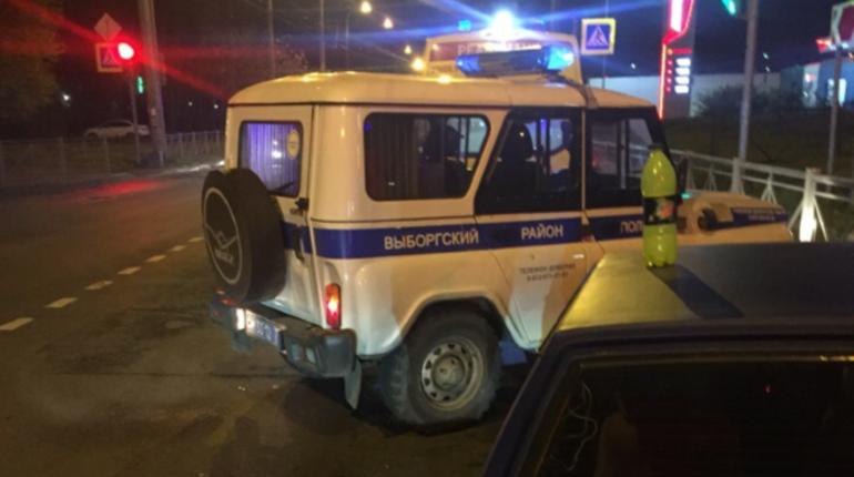Полиция Петербурга ищет второго участника дорожного конфликта, который случился в Выборгском районе города вечером 24 октября, где одного из водителей ударили ножом.