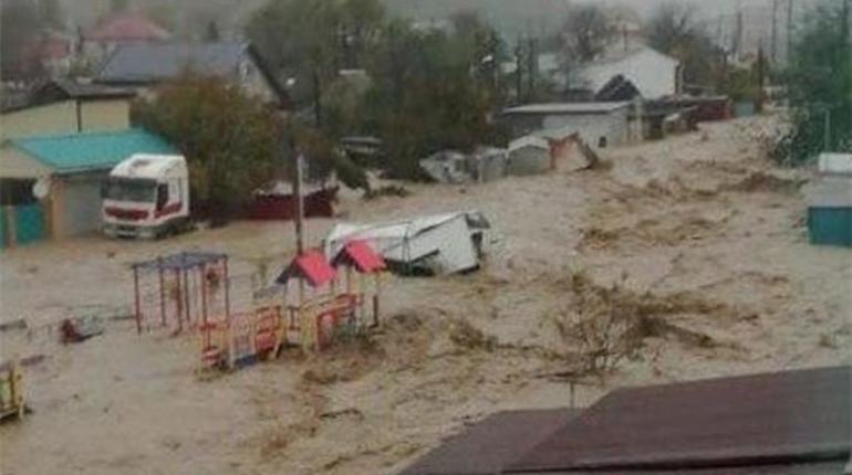 В Краснодарском крае из-за  сильных дождей погибли два человека. Еще один считается пропавшим без вести.