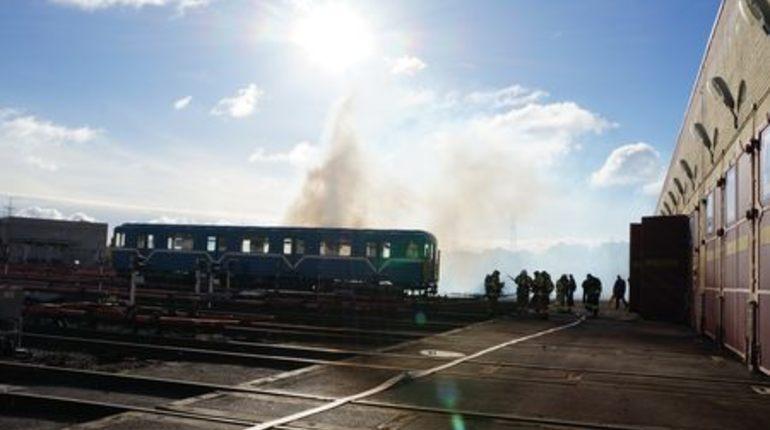 На пожарных учениях метро Петербурга эвакуировали «горящий» поезд