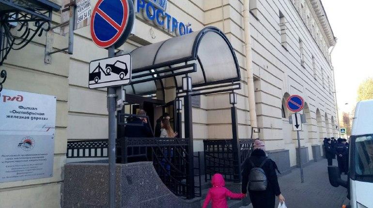 Строителям метро в Петербурге выплатят зарплату за август и сентябрь до конца октября. Об этом на брифинге у офиса