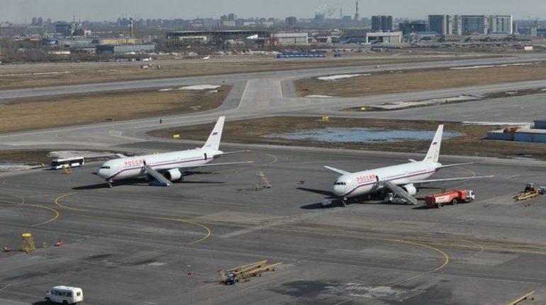 Самолет туркменистанской компании Turkmenistan Airlines, который должен был вылететь из петербургского аэропорта Пулково в столицу республики Ашхабад, останется в северной столице. Об этом сообщается на онлайн-табло городского аэропорта.