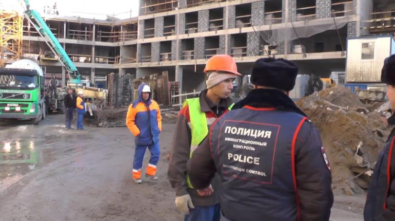 Масштабный миграционный рейд прошел в центре Петербурга, по итогам которого выявили больше сотни нарушений закона.